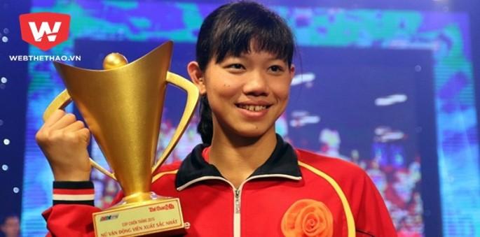 Ánh Viên từng giành Cúp chiến thắng hạng mục VĐV nữ của năm 2016.
