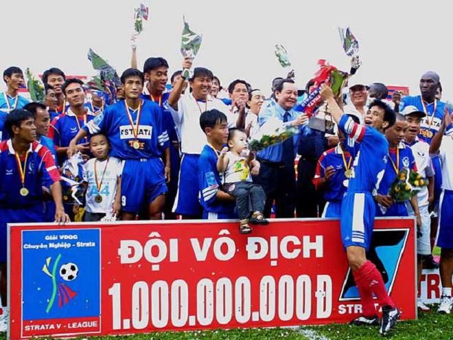 Ngay khi lên chuyên, bóng đá Sài Gòn bắt nhịp còn tốt khi Cảng Sài Gòn vô địch mùa bóng 2001-2002. Vậy mà, ngày tháng hoàng kim đã lụi tắt quá nhanh.