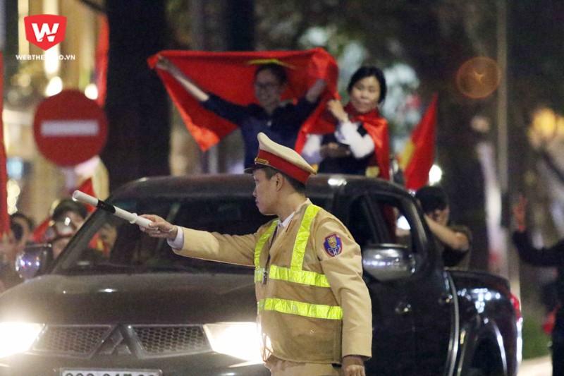 U23 Việt Nam chiến thắng, người dân ăn mừng, diễu hành ở các tuyến phố thì những chiến sĩ công an chính là những người duy trì sự ổn định và trật tự.