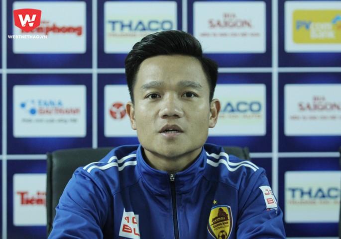 Đinh Thanh Trung - Đương kim Quả bóng vàng Việt Nam 2017 là cầu thủ được chú ý nhiều trong trận Siêu cúp quốc gia 2017. Hình ảnh: Trung Thu.