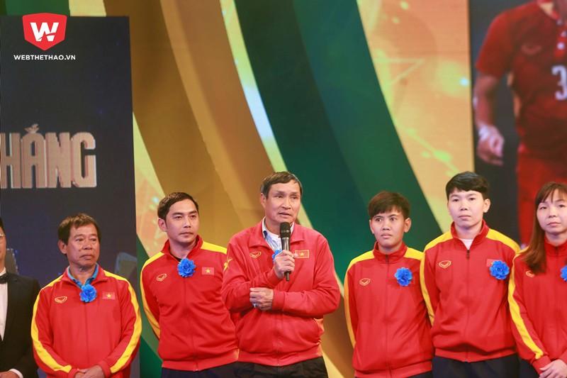 ''Bố'' Chung chính là điểm tựa cho các tuyển thủ nữ Việt Nam giành được HCV SEA Games 29. Hình ảnh: Hải Đăng.