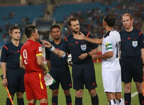 Trọng tài Christopher Beath từng bắt chính trận đấu giữa đội tuyển Việt Nam và Iraq tại vòng loại World Cup 2018.