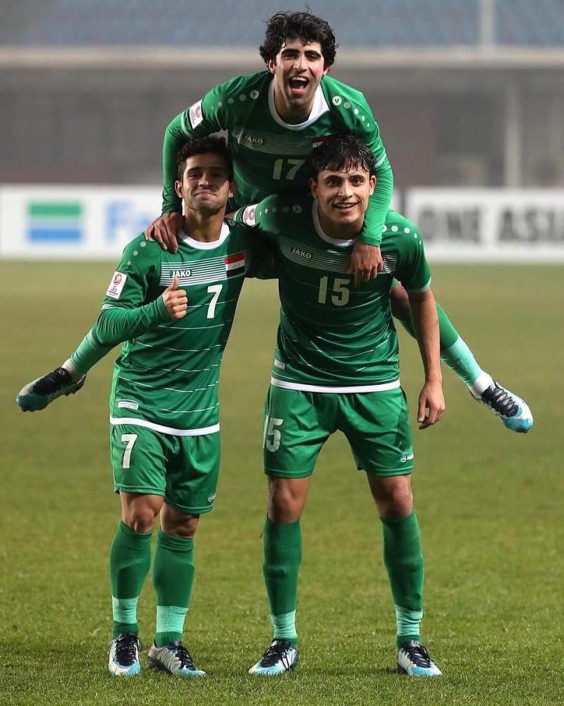 Alaa Mhawi (số 17) là ngôi sao bên cánh phải của U23 Iraq.