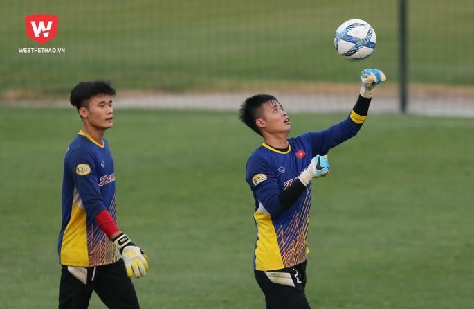 Thủ môn Đặng Ngọc Tuấn (phải) là thành viên cùng U23 Việt Nam giành HCB U23 châu Á 2018. Hình ảnh: Hải Đăng.