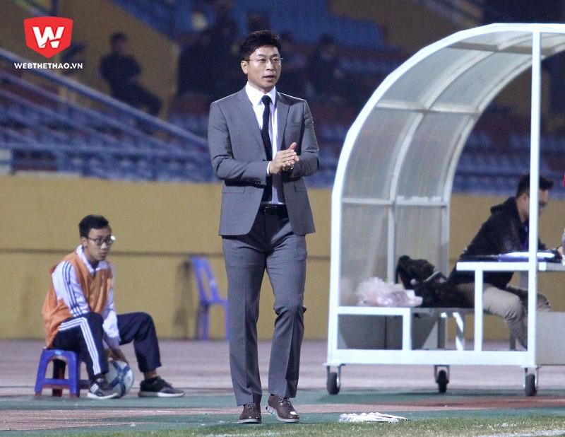 HLV Kim Do Hoon đánh giá cao sự chỉ đạo và khả năng giao tiếp của HLV Park Hang Seo với các cầu thủ. Hình ảnh: Trung Thu.
