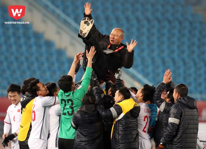 HLV Park Hang Seo là HLV đầu tiên đưa bóng đá Việt Nam tiến vào một trận chung kết châu lục. Hình ảnh: Anh Khoa.