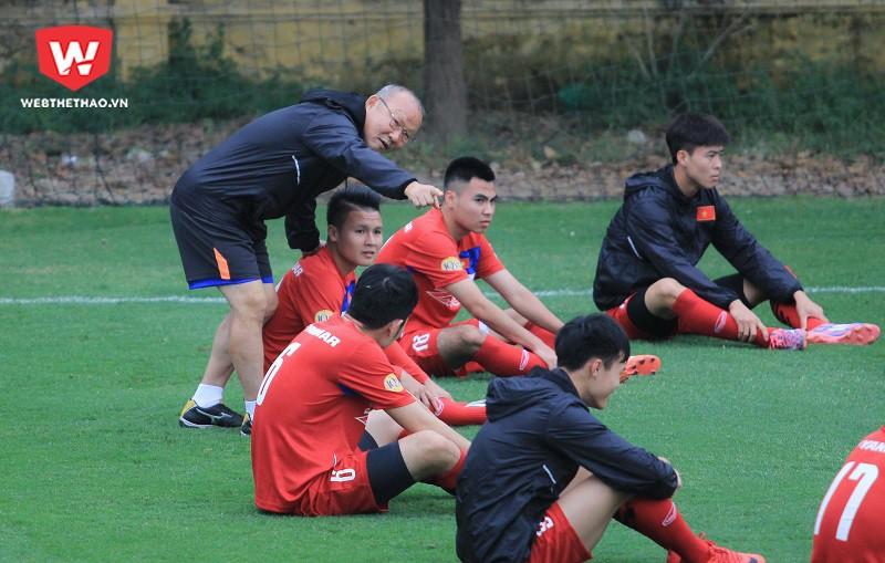 HLV Park Hang Seo đang ngày càng chiếm cảm tình của các cầu thủ Việt Nam. Hình ảnh: Trung Thu.