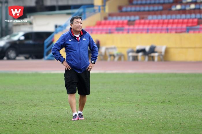 HLV Hoàng Văn Phúc (ảnh) và HLV Đức Thắng của SLNA đều muốn khai xuân bằng chức vô địch Siêu cúp quốc gia 2017. Hình ảnh: Trung Thu.