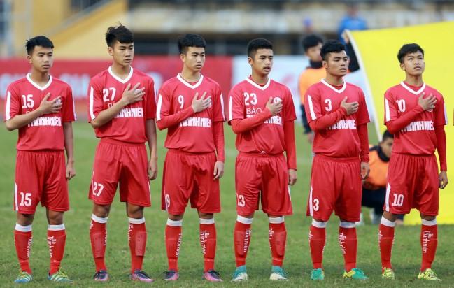 Tiền vệ Nguyễn Hữu Thắng (số 10) là ''ngọc thô'' của lò đào tạo Viettel.