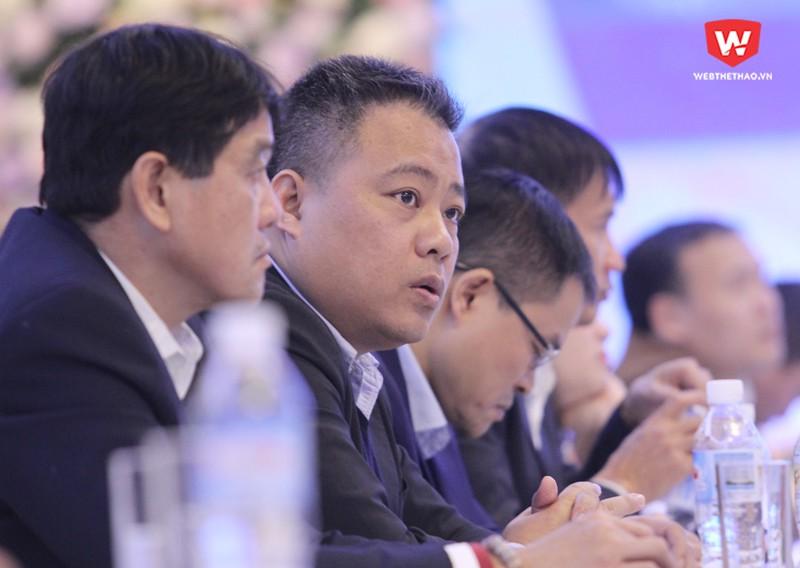 Ông Nguyễn Minh Ngọc, Trưởng BTC các giải đấu bóng đá chuyên nghiệp của VPF, tiếp thu ý kiến chỉ đạo từ Bộ VH,TT&DL, Tổng cục và VFF. Hình ảnh: Trung Thu.