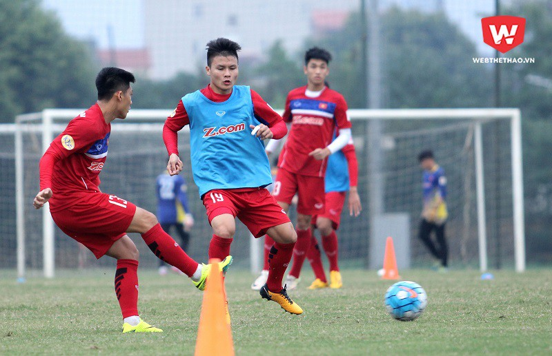 HLV Park Hang Seo vẫn chia đội U23 Việt Nam ra làm hai nhóm. Trong đó, các cầu thủ tấn công được rèn luyện các bài phối hợp nhóm, phối hợp tấn công ghi bàn. Hình ảnh: Trung Thu.