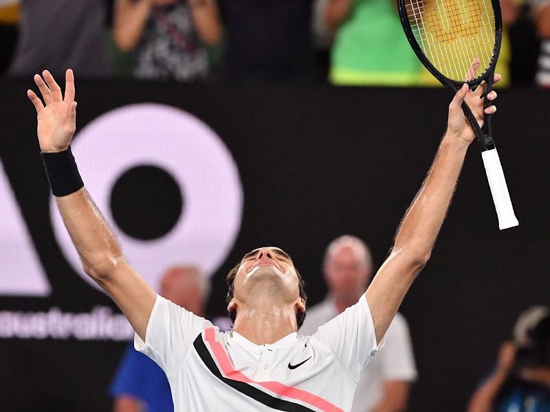Ở tuổi 36, FedX vẫn khóc sau khi chiến thắng Marin Cilic tại chung kết Australia Open để đem về Grand Slam thứ 20 trong sự nghiệp. Hình ảnh: AFC/Getty Images.