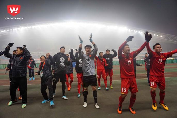 Sau thành công ở VCK U23 châu Á 2018, thủ môn Bùi Tiến Dũng là cầu thủ nhận được rất nhiều sự chú ý và là tâm điểm cho việc xây dựng một thương hiệu mới. Hình ảnh: Anh Khoa.