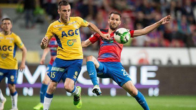Trung vệ Aleksandar Susnjar (áo vàng) của U23 Australia cao 1m92 và rất nguy hiểm khi tham gia tấn công ở các tình huống cố định.