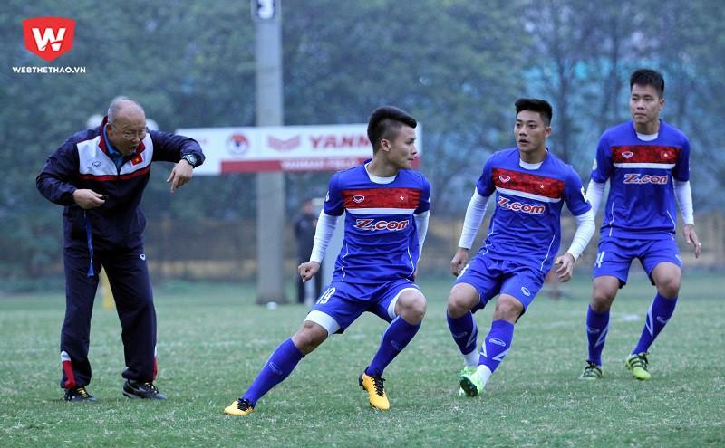 U23 Việt Nam vẫn đang tập hoàn thiện sơ đồ 3-4-3. Hình ảnh: Trung Thu.