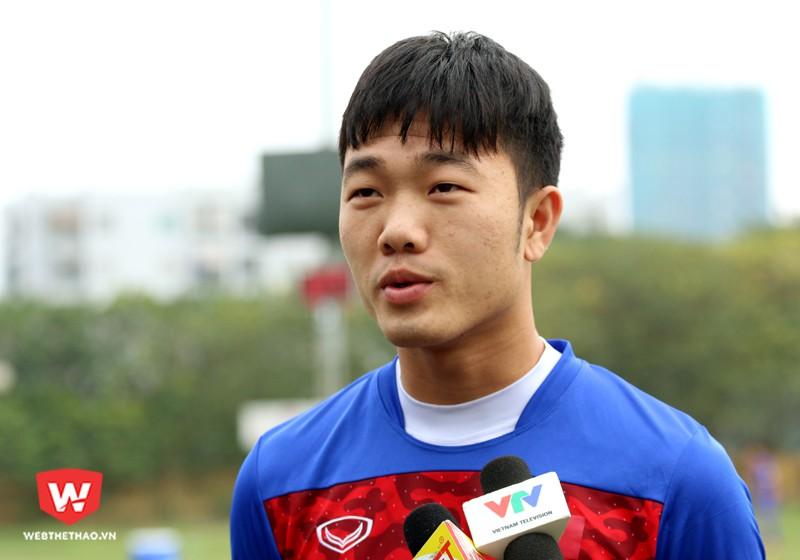 Lương Xuân Trường chia sẻ về 1 tháng tập luyện cùng HLV trưởng Park Hang Seo và sự chuẩn bị của U23 Việt Nam cho VCK U23 châu Á 2018. Hình ảnh: Trung Thu.