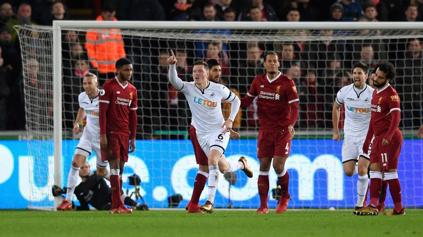 Hình ảnh: Liverpool nhận bàn thua từ sai lầm của Van Dijk