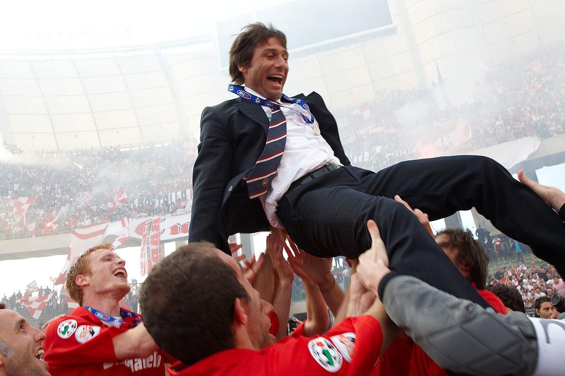 Hình ảnh: Conte rời Bari chỉ 3 tuần sau khi gia hạn