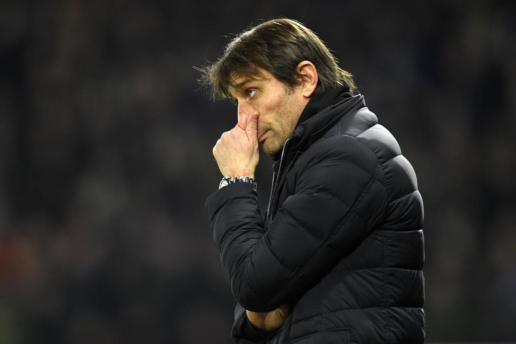 Hình ảnh: Ghế HLV của Conte đang lung lay