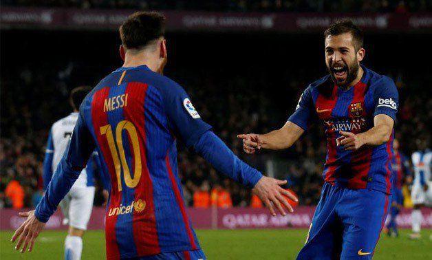 Hình ảnh: Messi và Alba kết hợp ghi 3 bàn trong 15 phút
