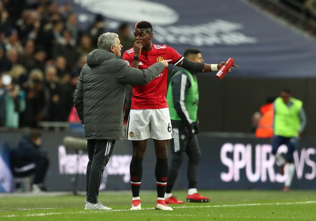 Hình ảnh: Mourinho căng thẳng với Pogba trong trận gặp Tottenham