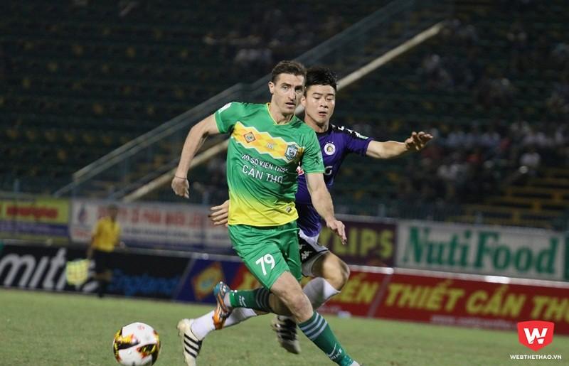Duy Mạnh là nhân tố quan trọng ở hàng thủ giúp Hà Nội giành trọn vẹn 6 điểm sau hai trận. Ảnh: Quang Thịnh