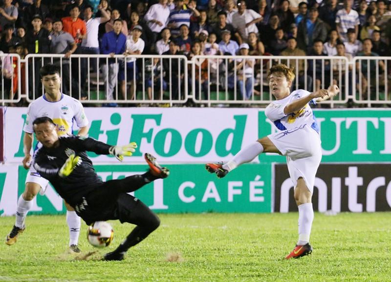 ''Cơn mưa'' tiền thưởng đang chờ đón HAGL nếu giành kết quả khả quan ở V.League 2018. Ảnh: Quang Thịnh