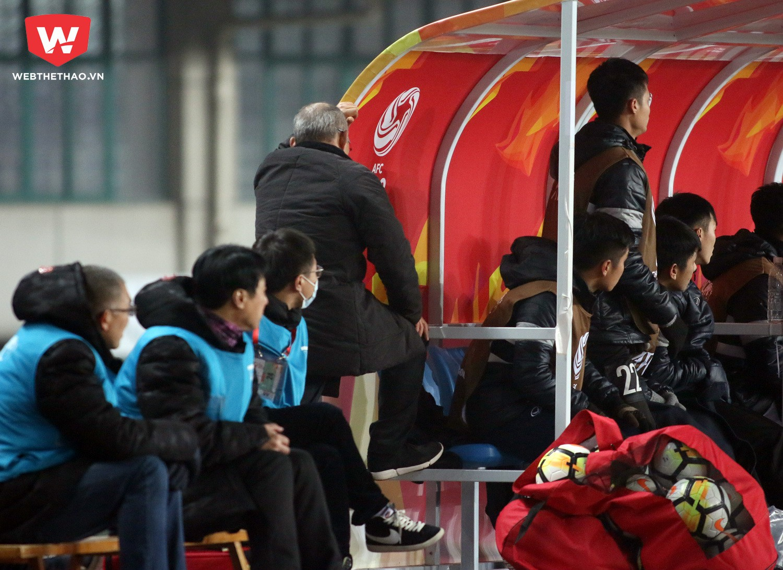 HLV Park Hang Seo không giấu nỗi cảm xúc ở những phút cuối trận trong trận hòa U23 Syria. Ảnh: Anh Khoa
