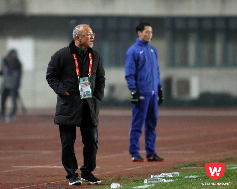 HLV Park Hang Seo có những tiêu chí lựa chọn cầu thủ của riêng mình. Ông tập hợp tất cả các ý kiến của cộng sự và trực tiếp đến sân theo dõi cầu thủ mới đưa ra quyết định cuối cùng. Ảnh: Anh Khoa