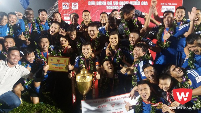 Chức vô địch V.League 2017 quá đỗi bất ngờ với Quảng Nam FC. Ảnh: Trần Khánh
