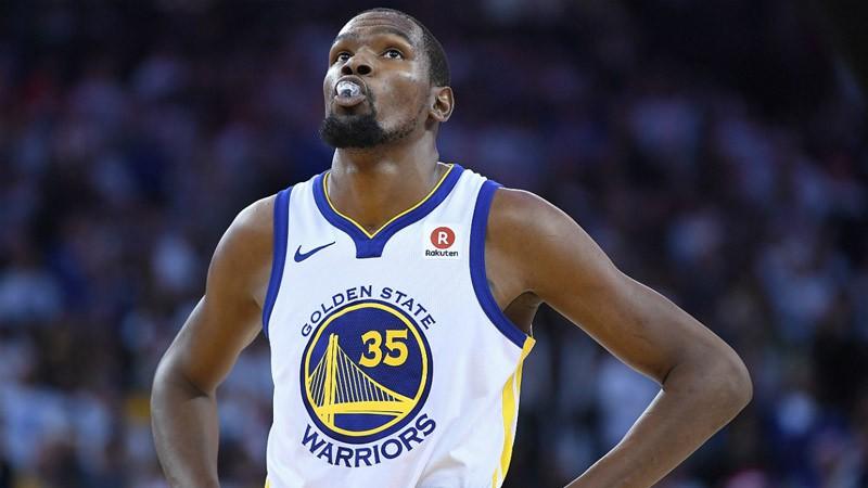 Kevin Durant chấp nhận giảm lương để Warriors giữ lại các trụ cột.