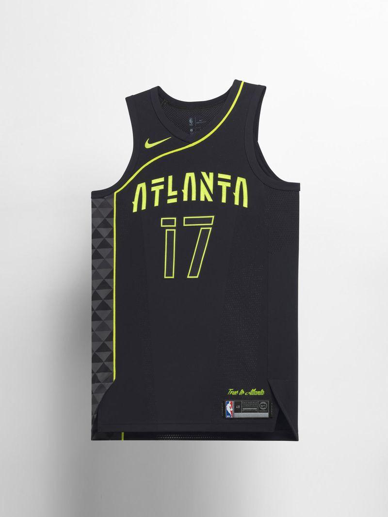 """Hawks đã thiết kế một mẫu đồng phục khá """"hoang dại"""" với mẫu chữ mới trên logo cùng với đường cong quen thuộc từ mẫu đồng mùa trước."""