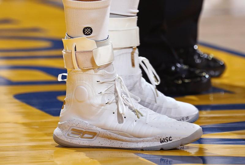 Thế hệ thứ 4 của dòng giày Curry được Steph ra mắt ngay tại NBA Finals 2017.