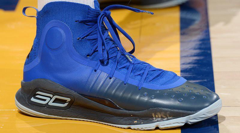 "Under Armour Curry 4 ""More Fun"" trên chân của Stephen Curry."