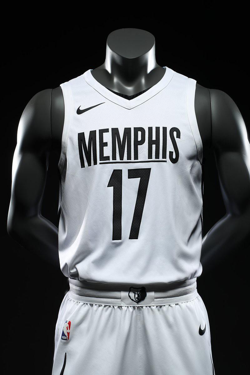 Grizzlies đã có nước đi táo bạo khi biến bộ đồng phục của họ trở về màu đen-trắng và họ đã thành công khi kết quả là khá ấn tượng.