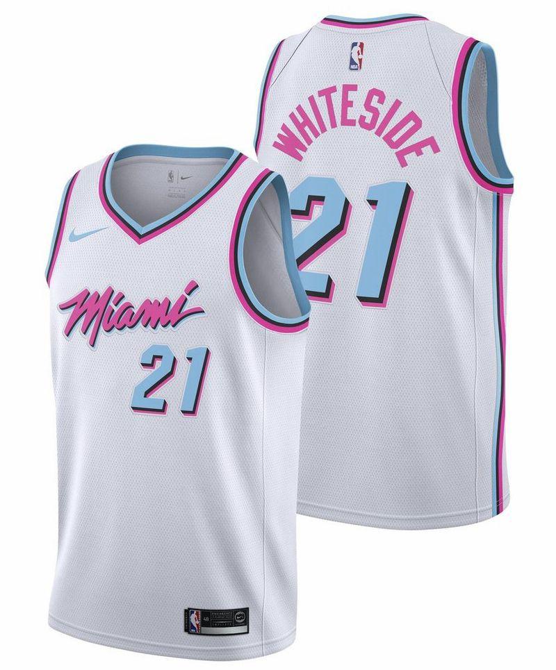 Một màu sắc đậm chất Miami Vice đã được áp dụng. Thiết kế sẽ khiến bạn muốn đi biển ngay lập tức cùng mẫu áo này nhiều hơn là ra sân thi đấu.
