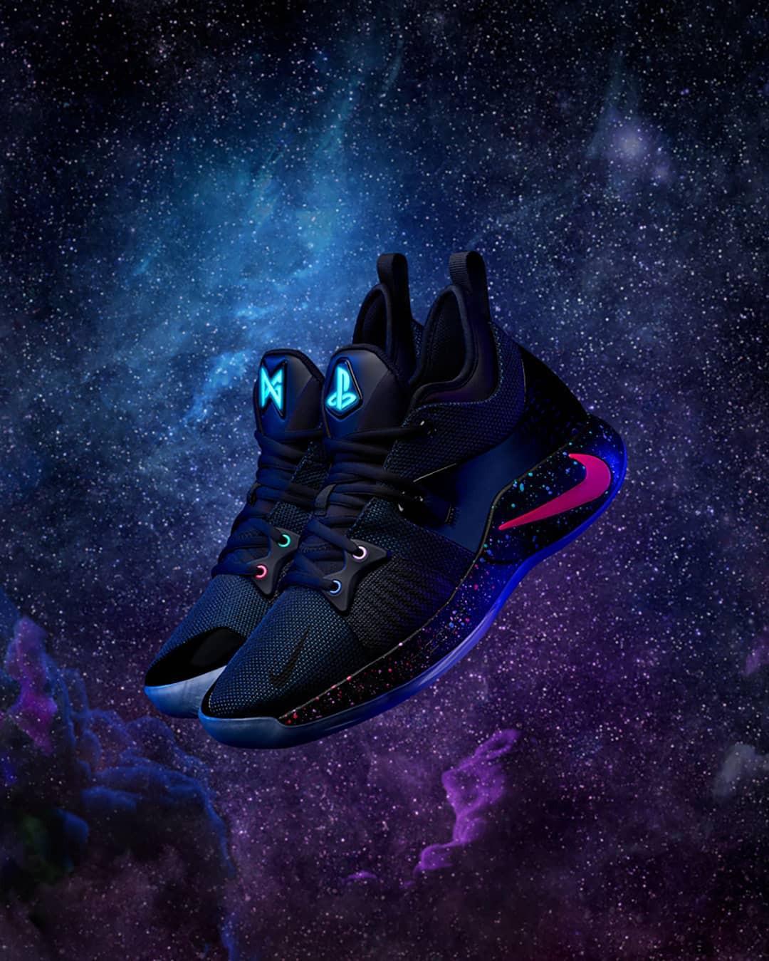 """Nike PG2 với phối màu ra mắt (launch colorway) có tên gọi """"Playstation - PS4""""."""