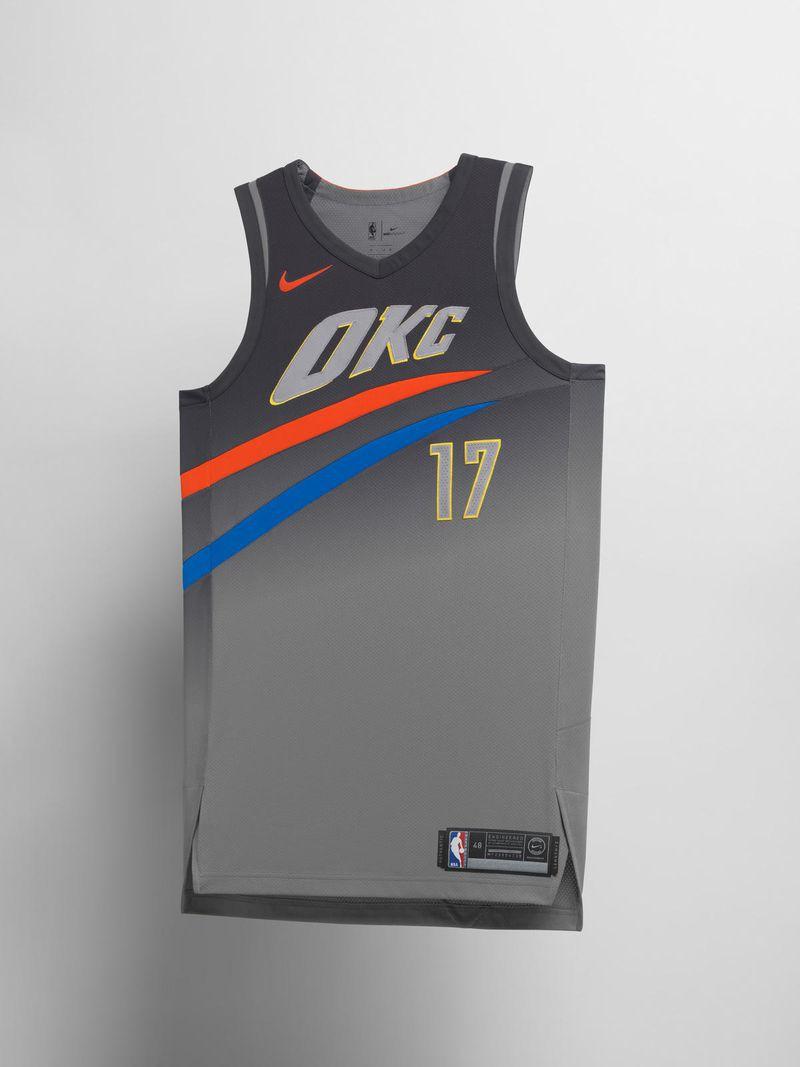 Theo Nike, thiết kế này đại diện cho một cơn lốc đang quét qua, khá giống với những gì OKC thể hiện ở những trận đấu gần đây với mạch 6 trận bất bại.