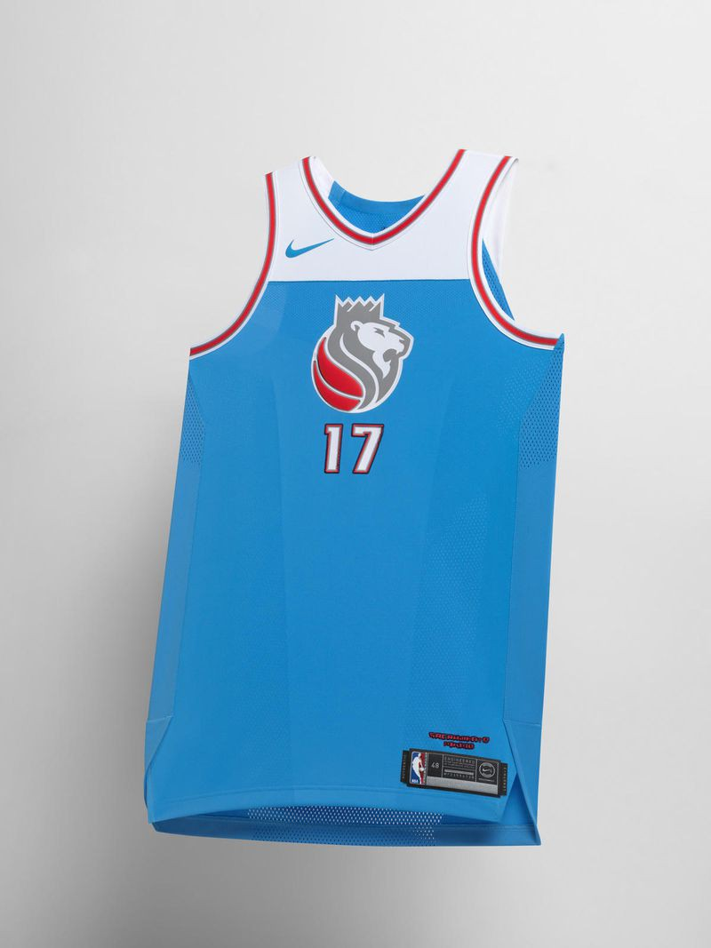 Một mẫu áo đậm chất hoài cổ của Sacramento Kings. Đây cũng là lần đầu tiên, Logo mới của họ được áp dụng lên áo thi đấu.