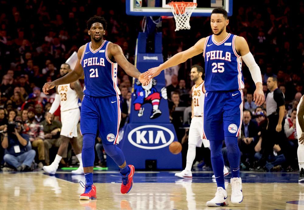Joel Embiid và Ben Simmons giúp Philadelphia 76ers cải thiện vượt trội về doanh số bán áo.