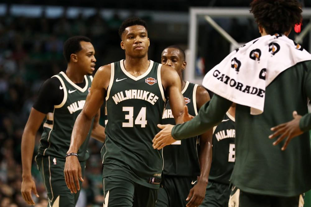 Bucks không phải là một đội thiếu những tay rebound tốt.