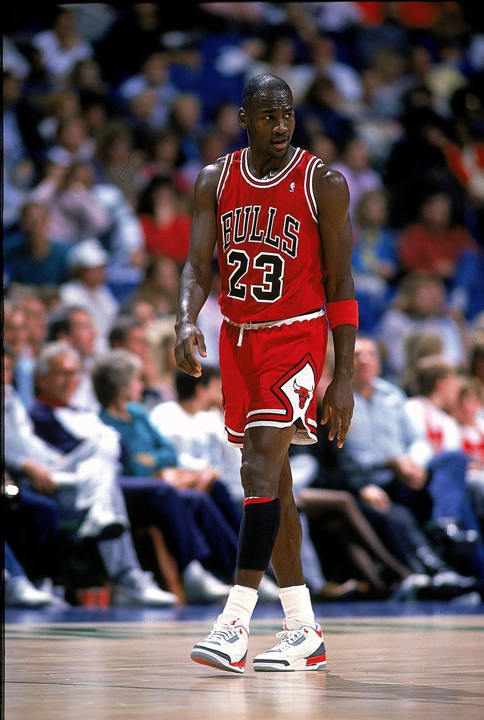 Jordan luôn mặc một chiếc quần rộng hơn so với bình thường.