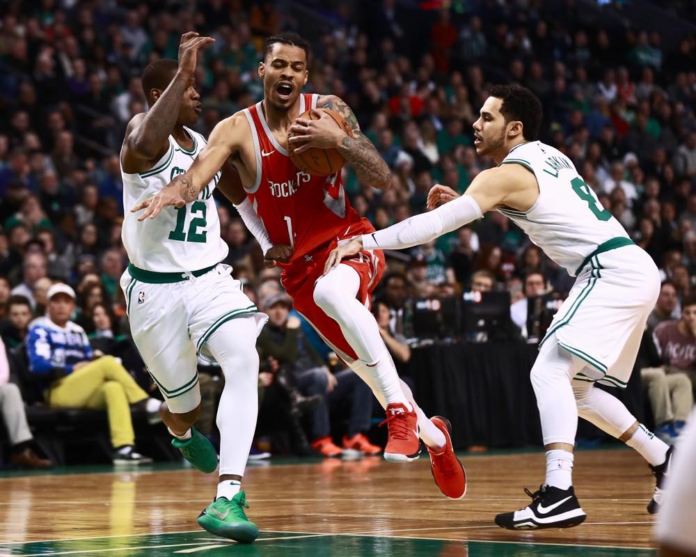 Gerald Green ra sân trong trận gặp Celtics với đôi giày của Trevor Ariza.