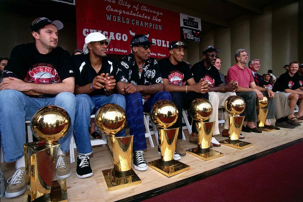 6 chiếc cúp vô địch của Michael Jordan và Chicago Bulls.