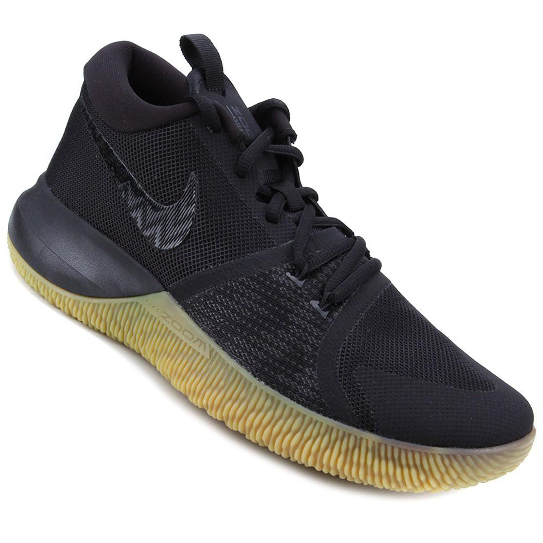 Nike Zoom Assersion, mẫu giày có thiết kế khá giống với Kyrie Flytrap.