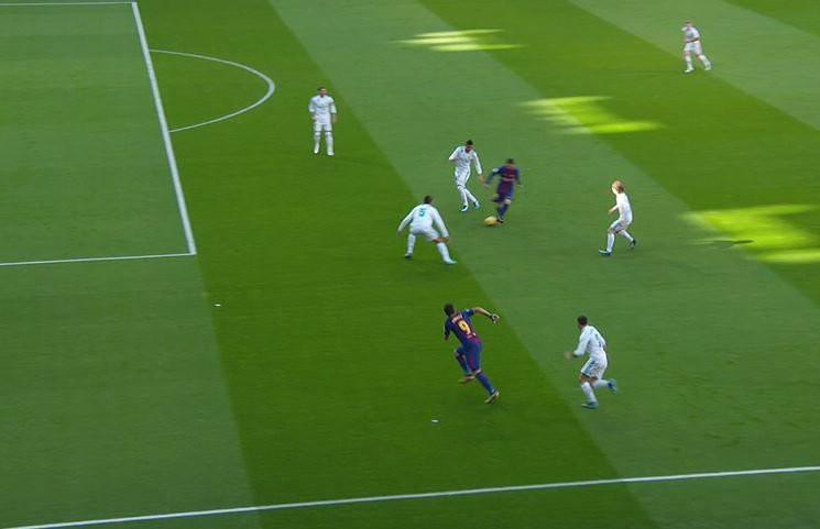 Hình ảnh: Suarez vẫn đứng trên hàng phòng ngự của Real nhưng trọng tài vẫn thổi việt vị