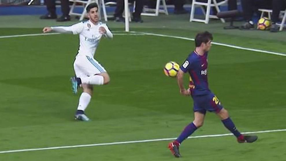 Hình ảnh: Tình huống Sergi Roberto để bóng chạm tay trong vòng cấm