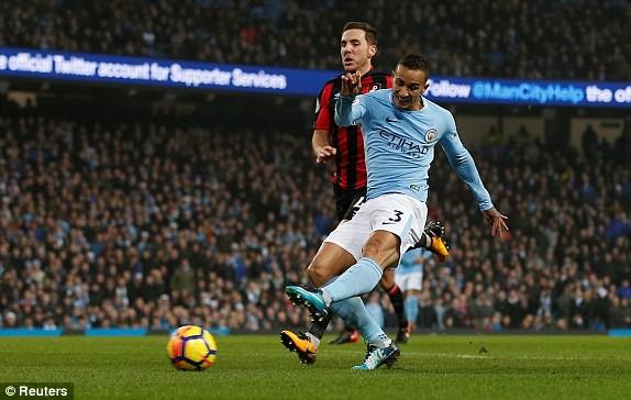 Hình ảnh: Danilo ghi bàn thắng ấn định tỉ số 4-0 cho Man City chỉ 4 phút sau khi vào sân thay người