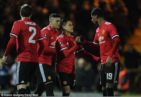 Hình ảnh: Không ghi bàn nhưng Sanchez vẫn để lại dấu ấn với một pha kiến tạo cùng màn trình diễn tốt