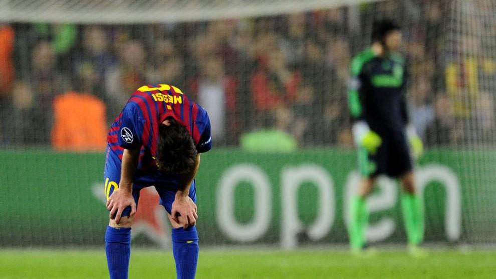 Hình ảnh: Petr Cech đã ám ảnh Messi một thời gian dài